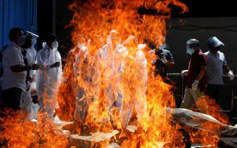一日33萬人確診:印度瘟疫海嘯「全國火葬場」的悲鳴