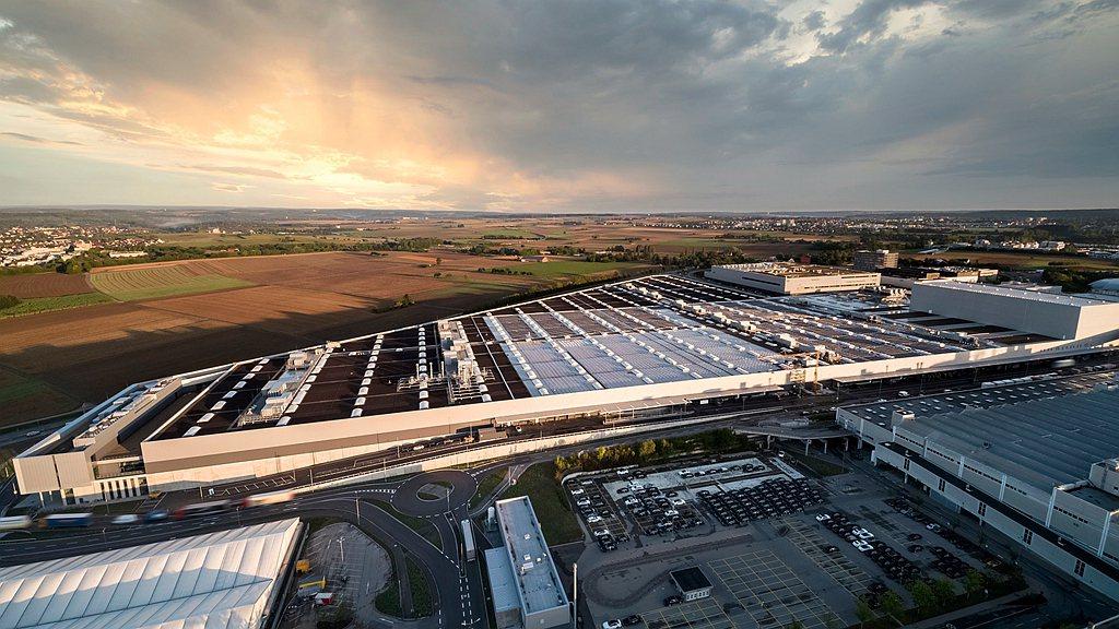 位於德國辛德芬根的 Factory 56,即是賓士重視生態友善發展的最佳體現,不...