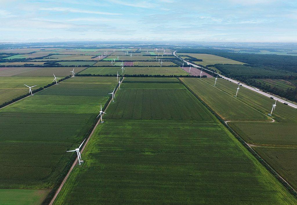 自2021年第一季起,超過75%年度所消耗的能源皆是再生能源(太陽能、風力發電、...