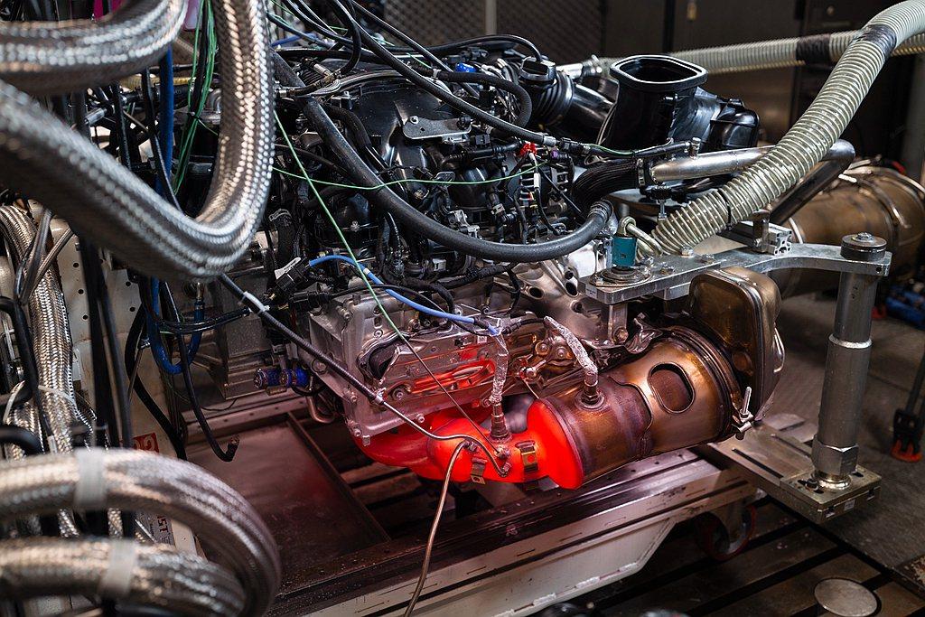 GT公路車引擎專案經理Thomas Mader表示,「全新GT3的引擎在測試平台...