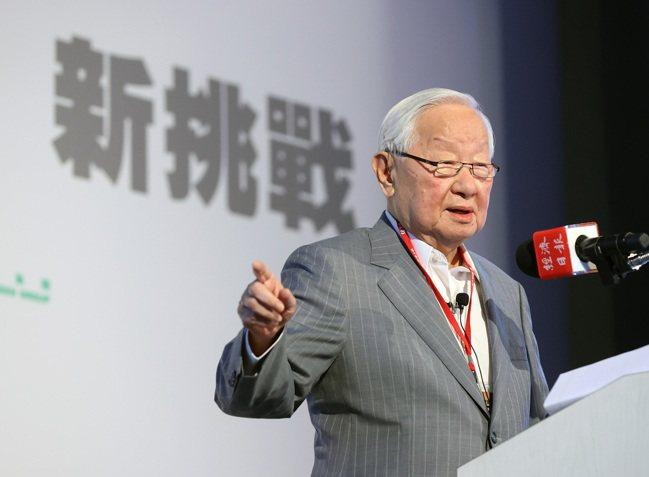 台積電創辦人張忠謀出席2021「大師智庫論壇」,以珍惜台灣半導體晶圓製造的優勢為...