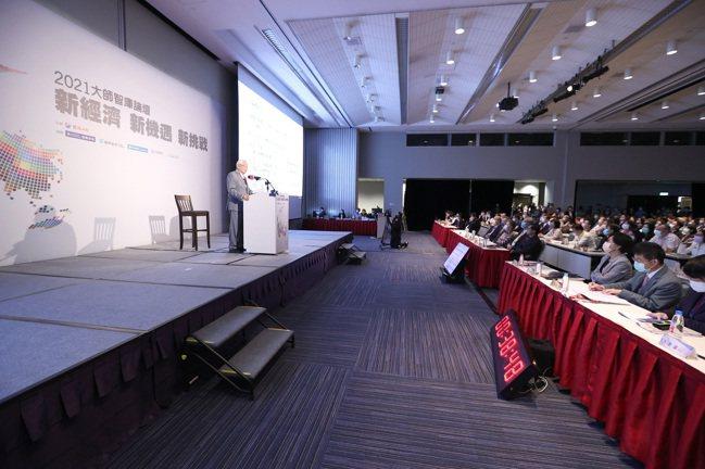 台積電創辦人張忠謀出席2021「大師智庫論壇」,會場座無虛席。記者林澔一/攝影