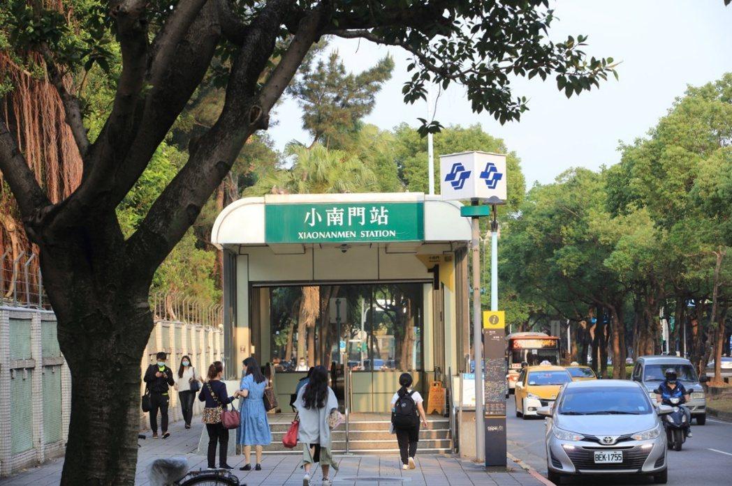 小南門站匯聚博愛特區優質環境、台大醫院醫療資源,與植物園、中正紀念堂兩廳院休憩空...