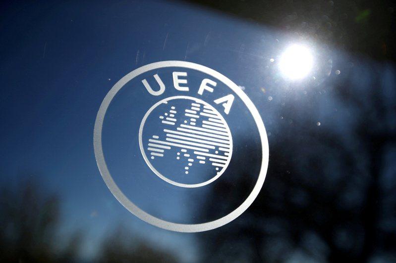 足球是歐洲最受歡迎運動,但疫情導致歐洲足壇權力分裂,12支球隊打算另立門戶組成更具商業利益的「歐洲超級聯賽」,但48小時後劇情急轉直下,多隊宣布退出,這個引爆眾怒的聯賽面臨夭折。 路透社