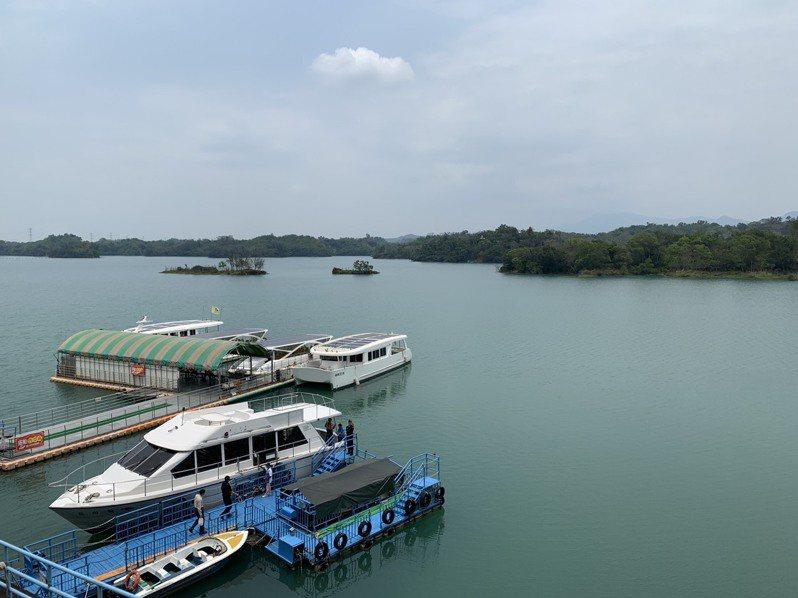 台南市政府今天表示,以民生用水優先為原則,協調南水局從烏山頭水庫的淨水廠調度水源,支援人口稠密地區的民生用水。報系資料照/記者吳淑玲攝影