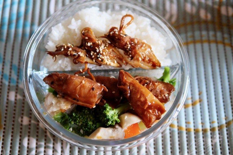 午餐便當裡多了幾個《醬燒煎熟小卷》,蒸過後還是一樣的鮮甜海滋味。