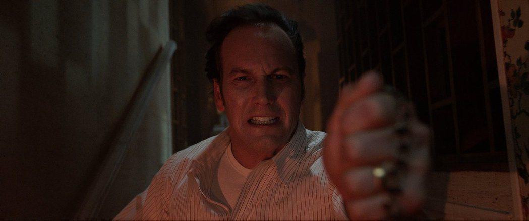 「厲陰宅3:是惡魔逼我的」依舊會有招牌的驅魔場面。圖/華納兄弟提供