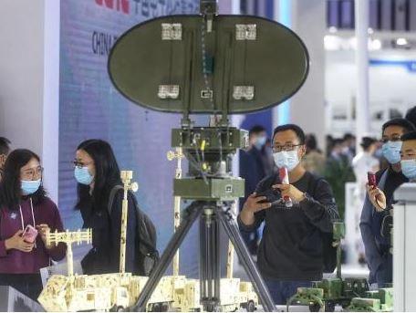 反隱身會是今後主流雷達的常備功能,但功能不再限於單一的反隱身,而是協同其他探測功能。圖源:澎湃新聞