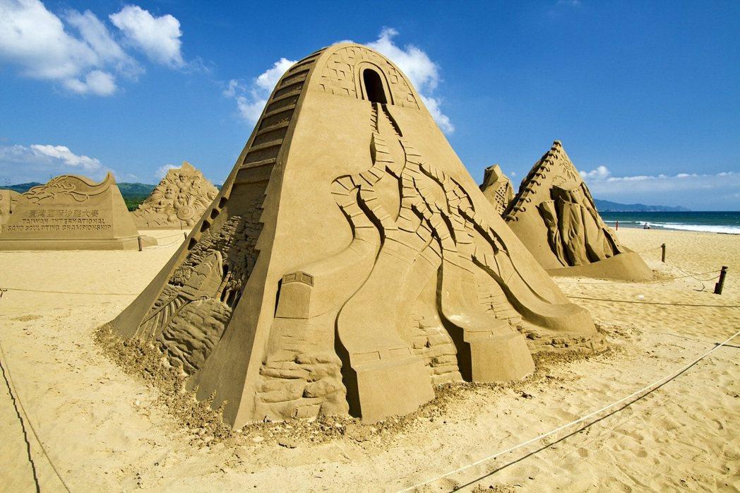 大東北角一日遊,前往福隆國際沙雕藝術節享夏日氣氛,兩人同行400元起。 圖/雄獅...