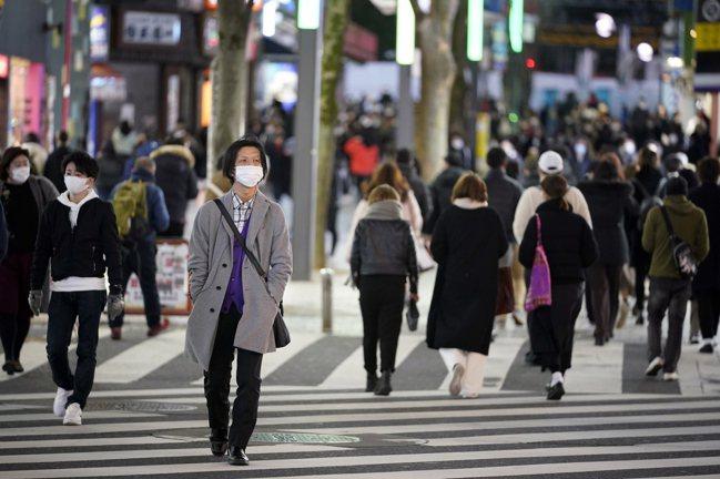 日本疫情再度升溫,政府將宣布東京、大阪、兵庫、京都四個都府縣第三度進入緊急狀態,...
