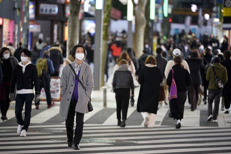日本疫情再度升溫,政府將宣布東京、大阪、兵庫、京都四個都府縣第三度進入緊急狀態,時間預定將從25日至下月11日。歐新社