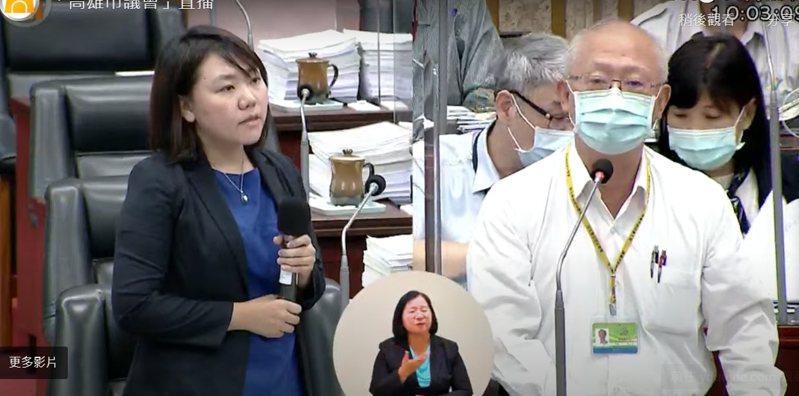 高市議員邱于軒關心高市官員施打AZ疫苗後的身體狀況,衛生局長黃志中回應有一位局長發燒不適。記者徐白櫻/翻攝