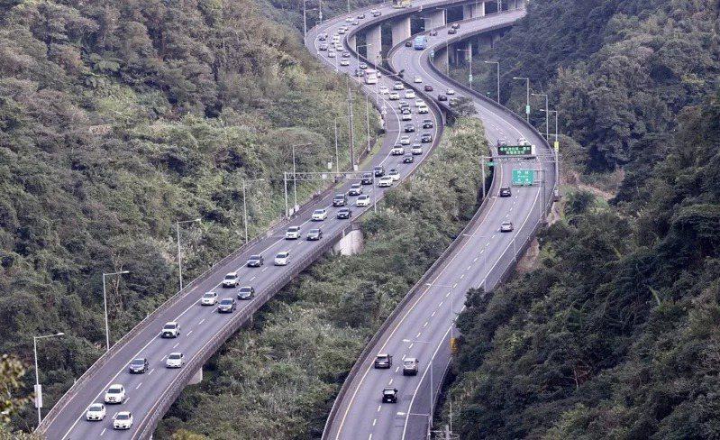 勞動節連假,預期國道5號仍車多。本報資料照片