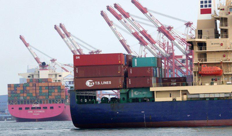 圖為高雄港貨櫃作業情況。圖/聯合報系資料照片