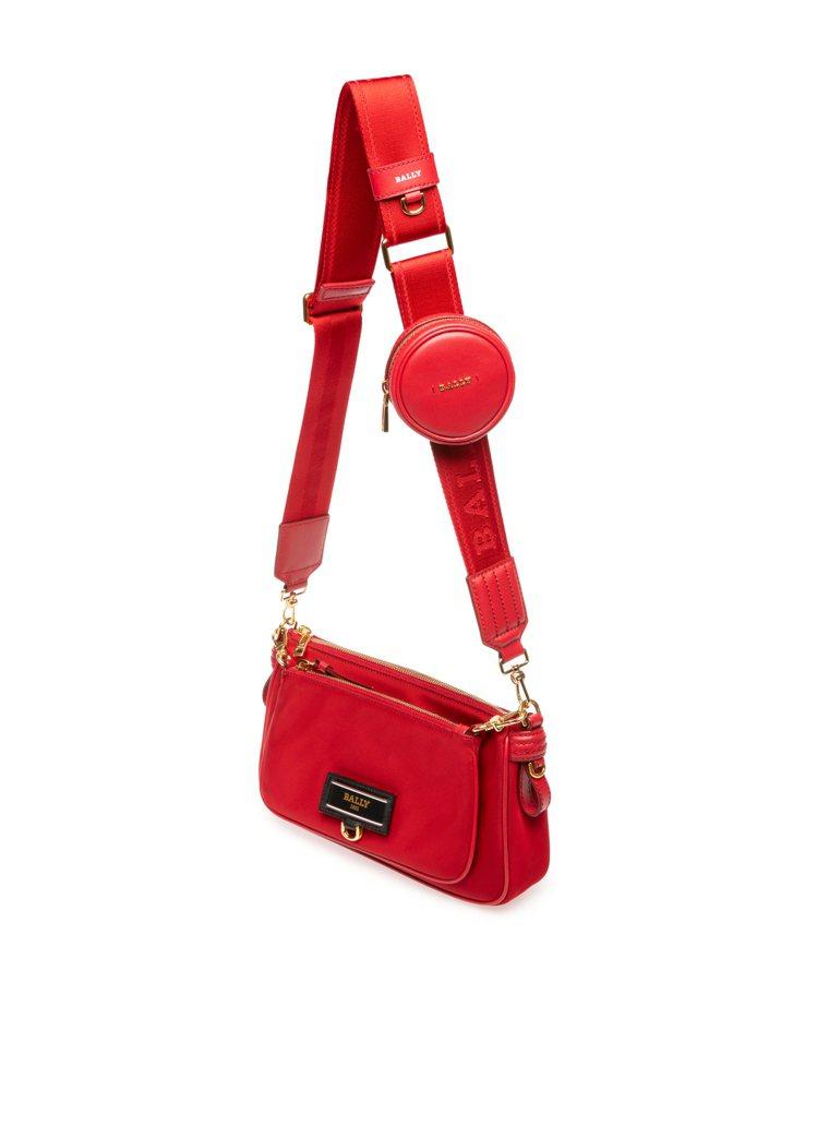 BALLY Echo紅色尼龍多用途背包,27,600元。圖/BALLY提供