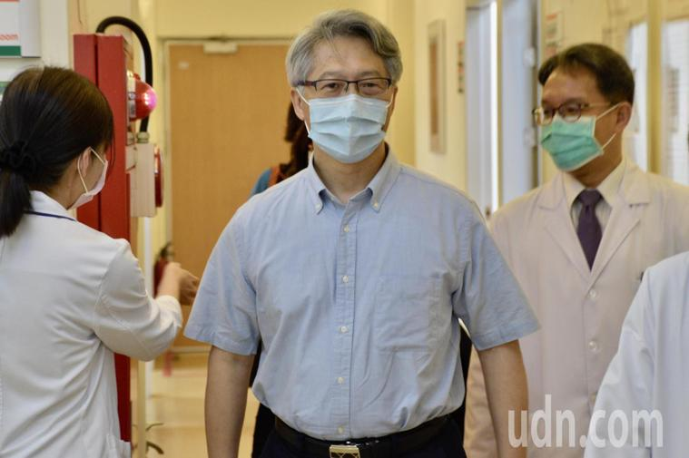 中研院長廖俊智赴北市聯醫忠孝院區施打AZ疫苗。記者鍾維軒/攝影