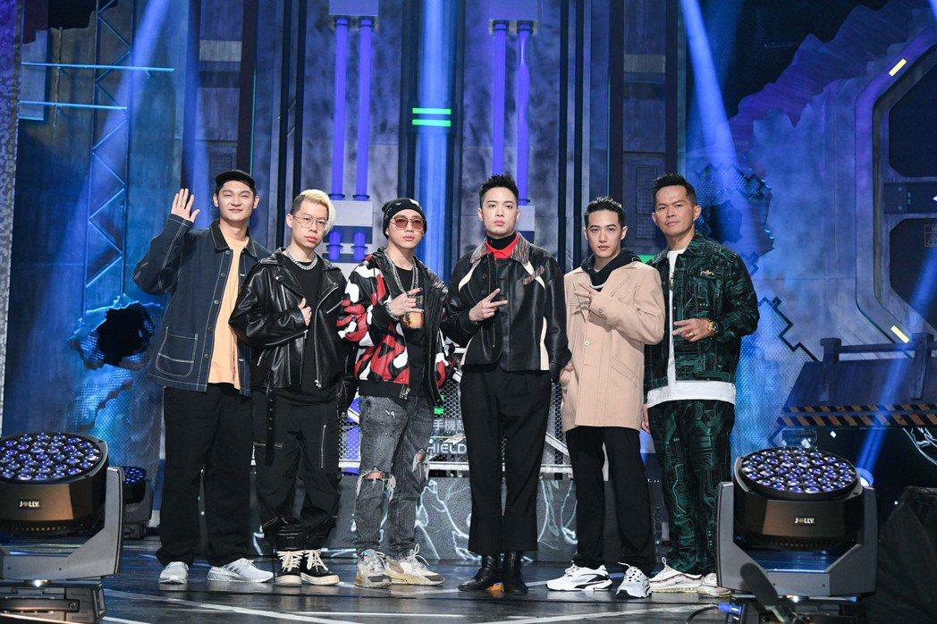Leo王(左起)、剃刀蔣、ØZI、J.Sheon、熊仔、大支齊挺嘻哈新秀。圖/三...