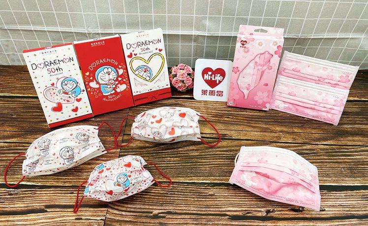 萊爾富推出超商獨家、門市限量現售的櫻花醫療口罩,以及「哆啦A夢50周年紀念款醫療...