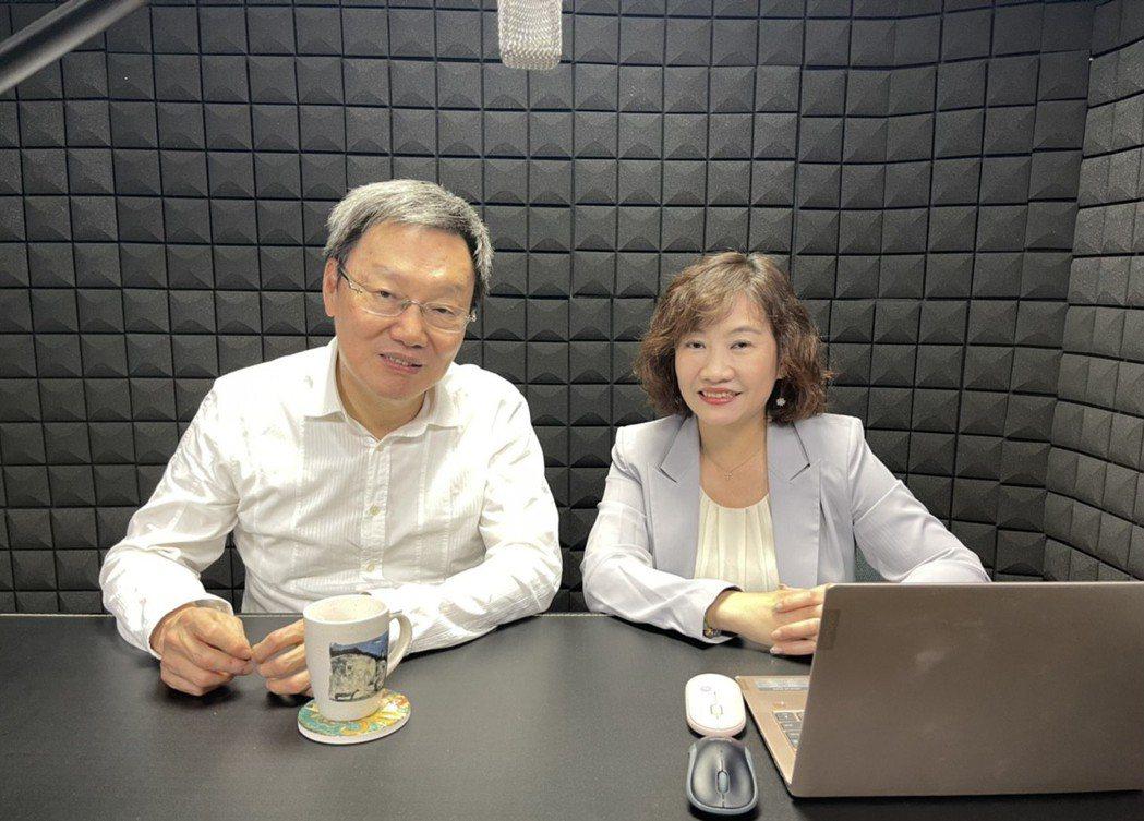 王淺秋(右)在Youtube開直播節目,第一集來賓是台北論壇董事長蘇起。圖/好好...