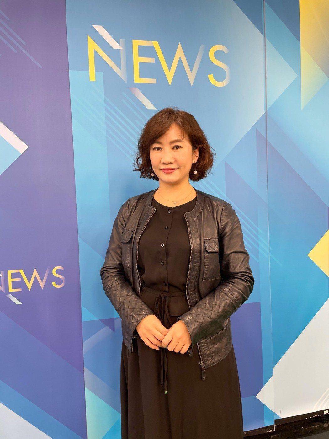 王淺秋除在中廣新聞網主持廣播,現也在Youtube開直播節目「52新聞千秋萬事」