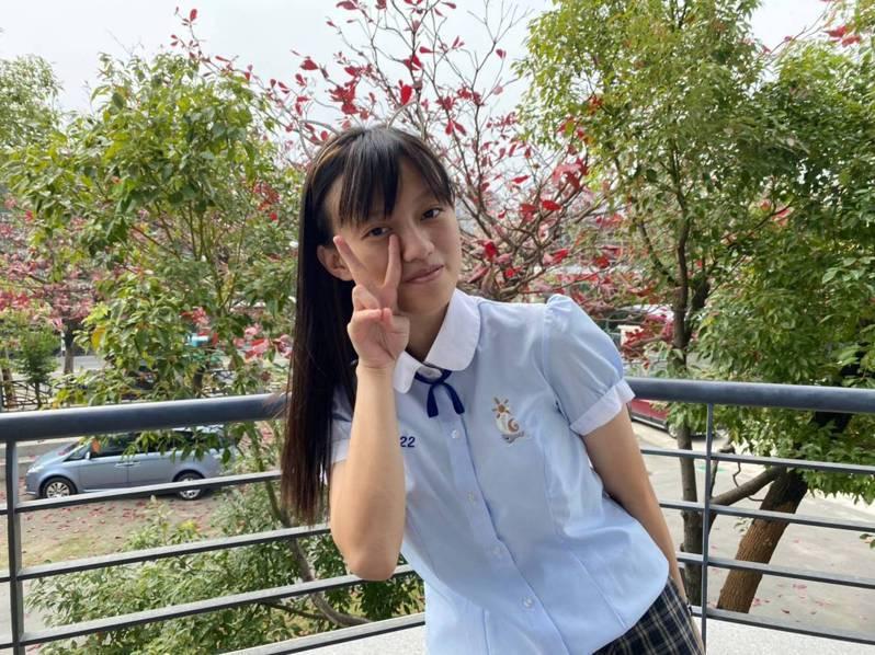 留縣升學的屏東東港高中的太魯閣族女孩高妍禎,在110學年度原住民族及離島地區醫事人員養成計畫,同時錄取多所學校醫學系和牙醫系。圖/東港高中提供