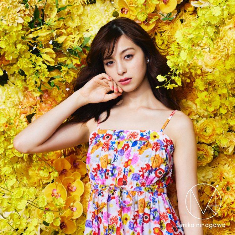 GU與蜷川實花品牌M / mika ninagawa聯名系列,把她最招牌的燦爛花...
