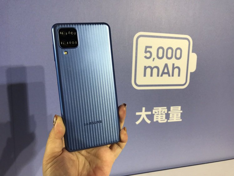 Samsung Galaxy M12外觀採用微粒紋理(Micro Pattern...