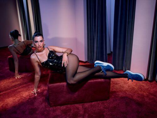 女力大使Dua Lipa演繹PUMA SUEDE MAYU鞋3,680元。圖/PUMA提供