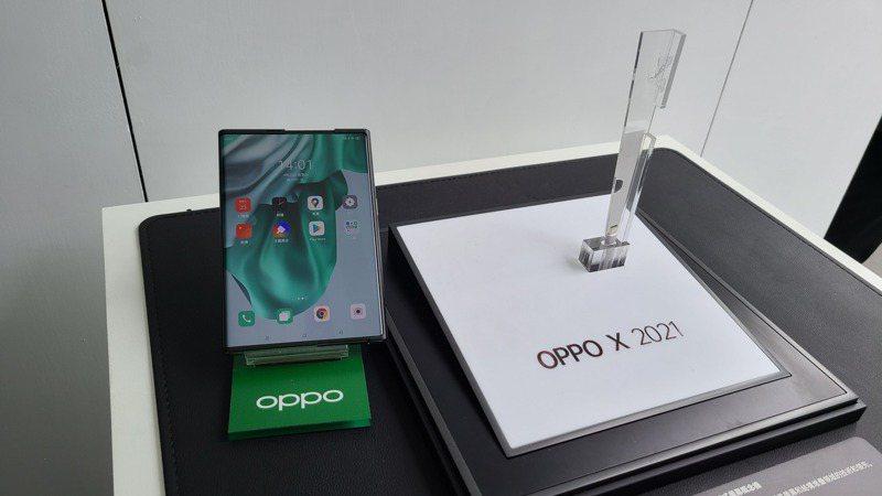 OPPO X 2021。記者何佩儒/攝影