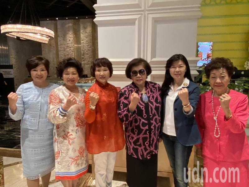 國際蘭馨交流協會中華民國總會成員如「花木蘭」般組織起來,群策群力為婦女、女孩發聲與圓夢。記者趙容萱/攝影