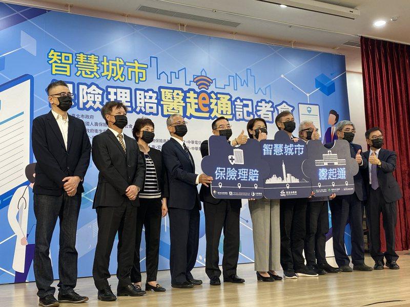台北市副市長黃珊珊今出席「保險理賠醫起通記者會」,針對北捷廣告燈箱宣傳一事,她在會後表示,這就是市政宣傳的一部分。記者潘才鉉/攝影