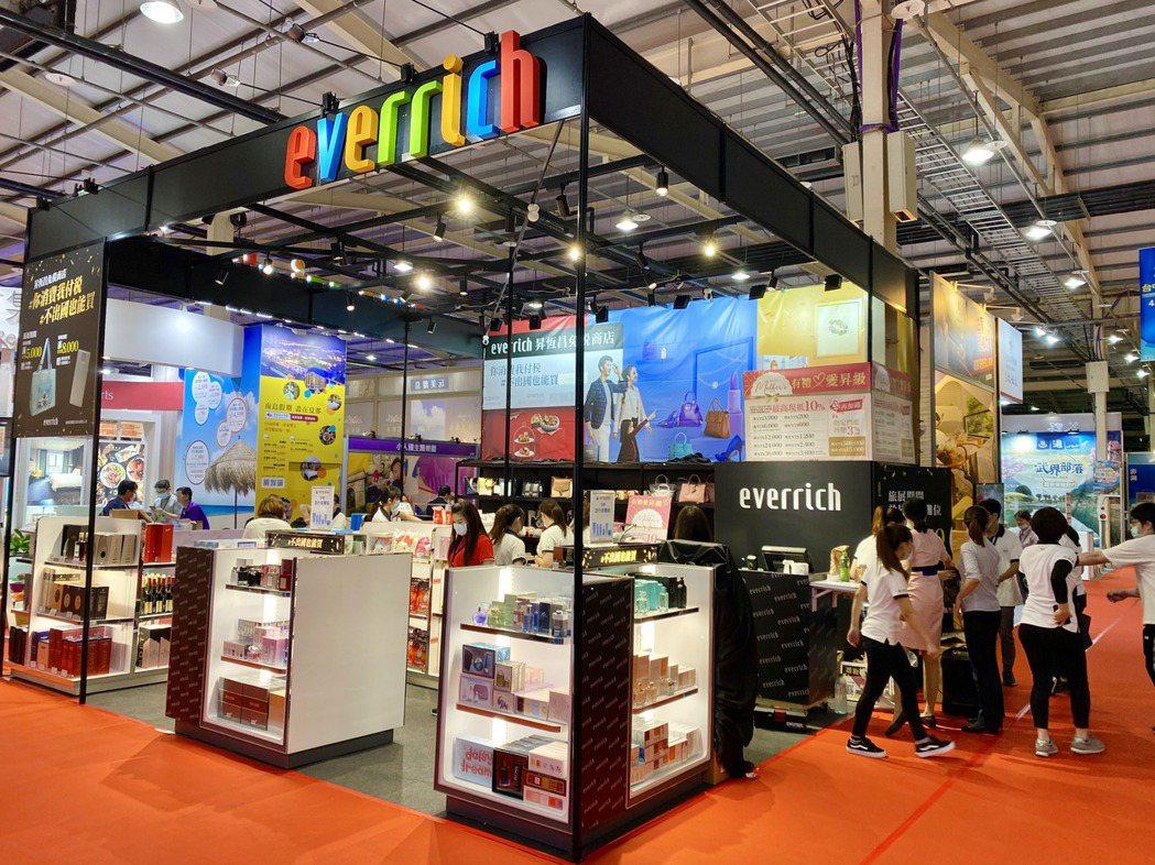昇恆昌免稅商店首度進駐,讓民眾不出國也能買到免稅商品。記者宋健生/攝影