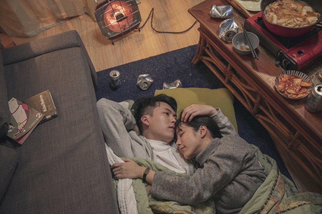 金鐘實力派演員温貞菱(右)、巫建和在新歌「回不去了」飾演夫妻。圖/旋風音樂提供