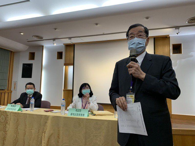 考試院院長黃榮村宣布送大紅包,今年起地方特考增設宜蘭考區。記者林佳彣/攝影