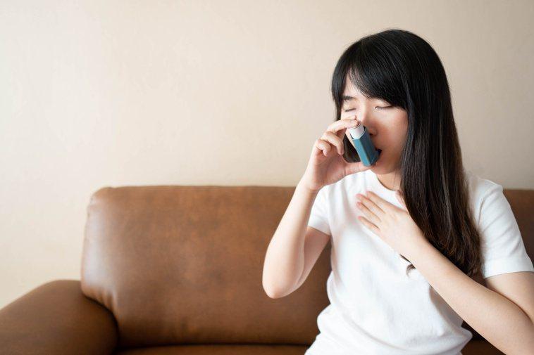 氣喘、肺阻塞的治療,以吸入型的藥物為主。圖╱123RF