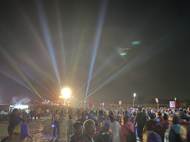 為恭送彰化南瑤宮媽祖鑾駕,莿桐鄉公所今晚準備燈光秀點亮濁水溪南岸。圖/民眾提供