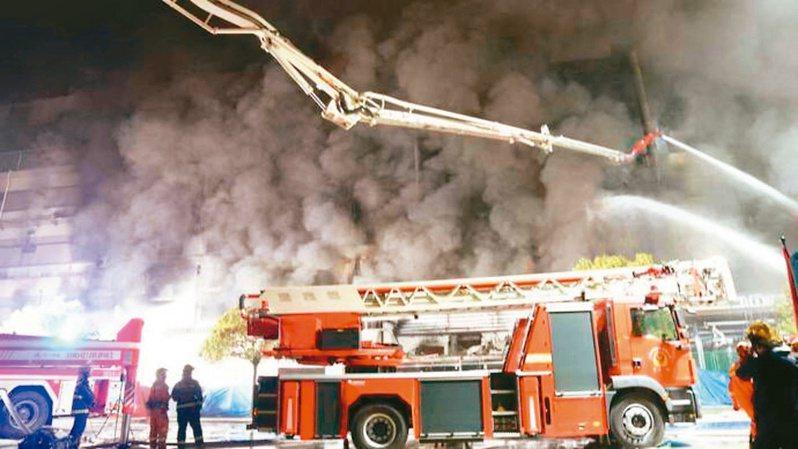 勝瑞電子大火救援現場。(網路照片)