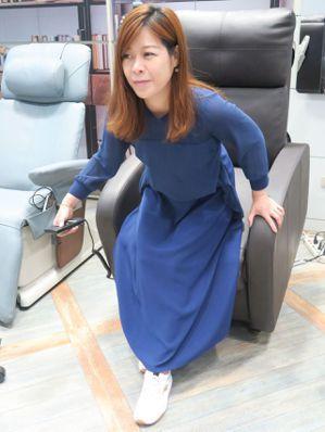 電動起身椅協助輕鬆站立,自己控制椅子角度,不必每次都尋求幫助。記者廖靜清/攝影