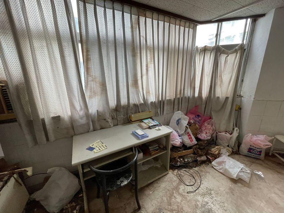 房仲PO出一間台北市出租套房,屋況太糟嚇壞網友。 圖/大台北好好好租屋網