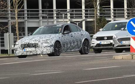 全新Mercedes-AMG C63 測試車竟藏身在車陣中?