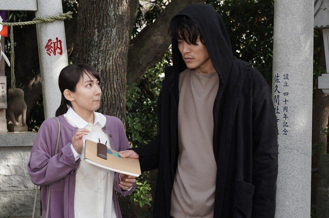 鈴木亮平與吉岡里帆主演《戀愛漫畫家》。圖/擷自推特