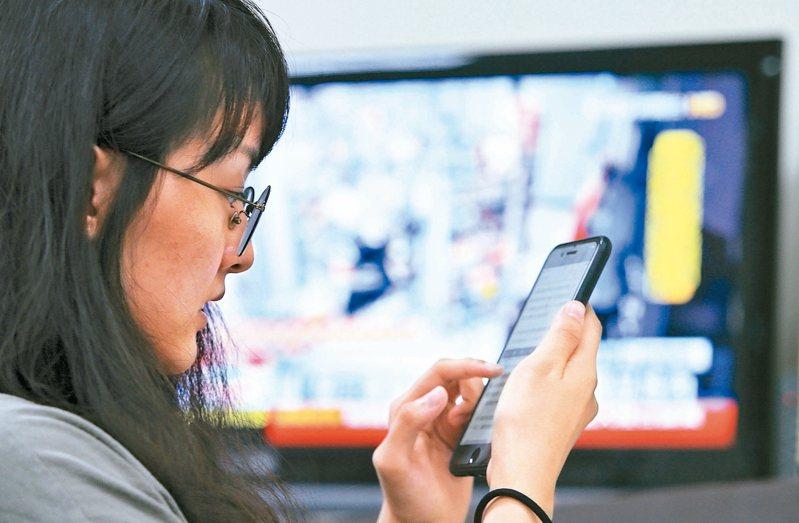 中區國稅局表示,今年可直接透過手機連結電子申報繳稅網站,完成身分認證就可報稅。圖/聯合報系資料照片