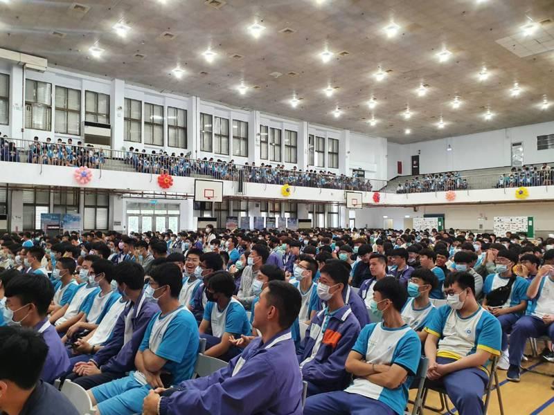 國立臺北科技大學附屬桃園農工高級中等學校,今天舉行83周年校慶典禮。記者陳夢茹/攝影