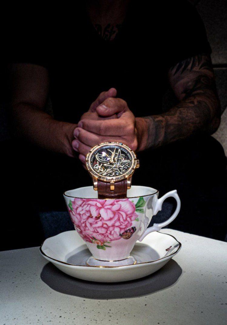 Roger Dubuis並邀請參觀者親臨該城市的專賣店,享受一趟專屬的下午茶體驗...