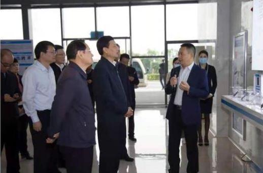 大陸工信部長肖亞慶率團到廠,力挺歐菲光。圖/歐菲光公眾號