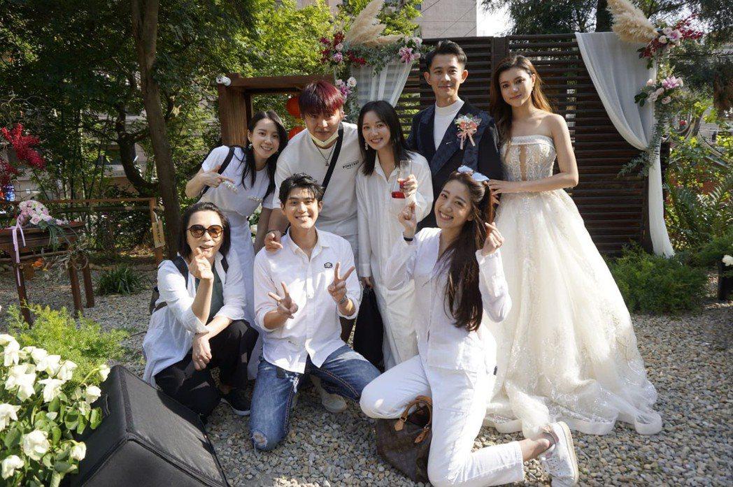 曾子益(右)及香港籍太太Jackie完成婚禮。圖/傳軒媒體提供