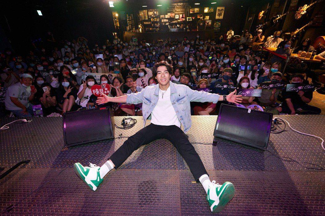 陳昊森昨晚首次live音樂會,台下擠滿粉絲力挺。圖/華研提供