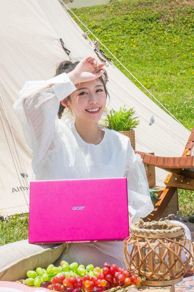 宏碁今天(4月24日)舉辦「Acer Swift時尚風格野餐日」,邀請網美紀卜心...