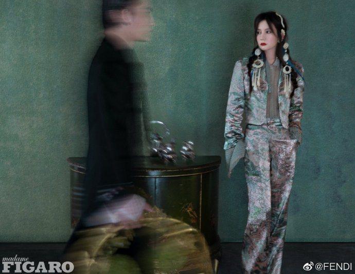 趙薇身穿FENDI 2021春夏高級訂製服系列,登上大陸版FIRAGO。圖/取自...