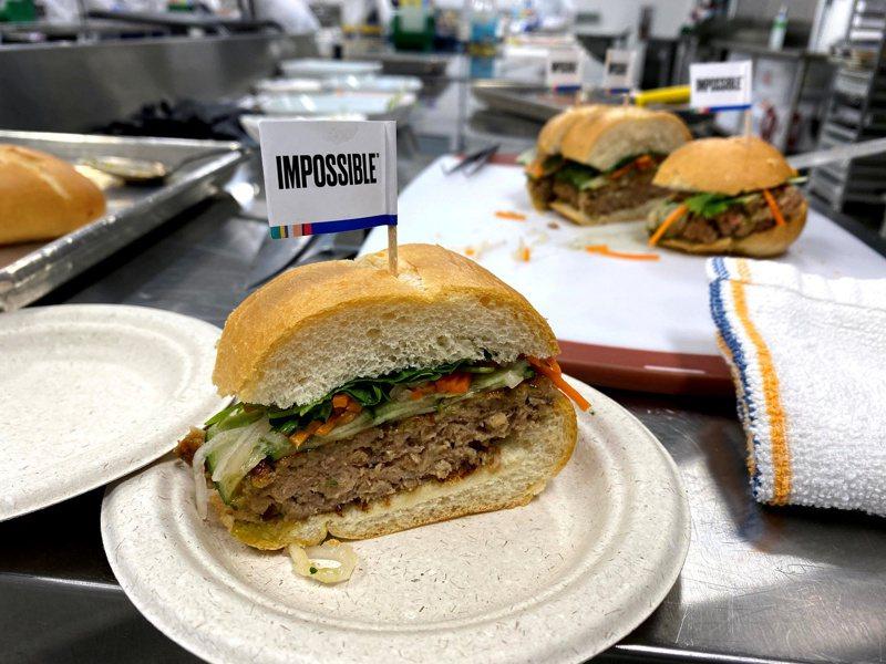 人造素肉業者Impossible Foods規劃在一年內上市,但投資人質疑該公司能否達到100億美元估值目標。(路透)